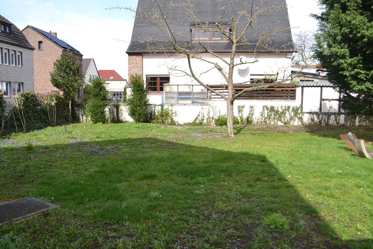 Grundstück neben Haus links(3)