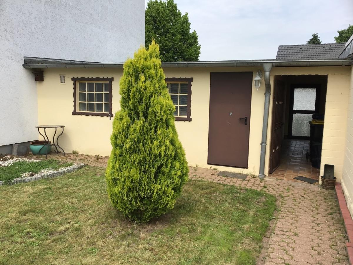 Garage vom Garten (2)