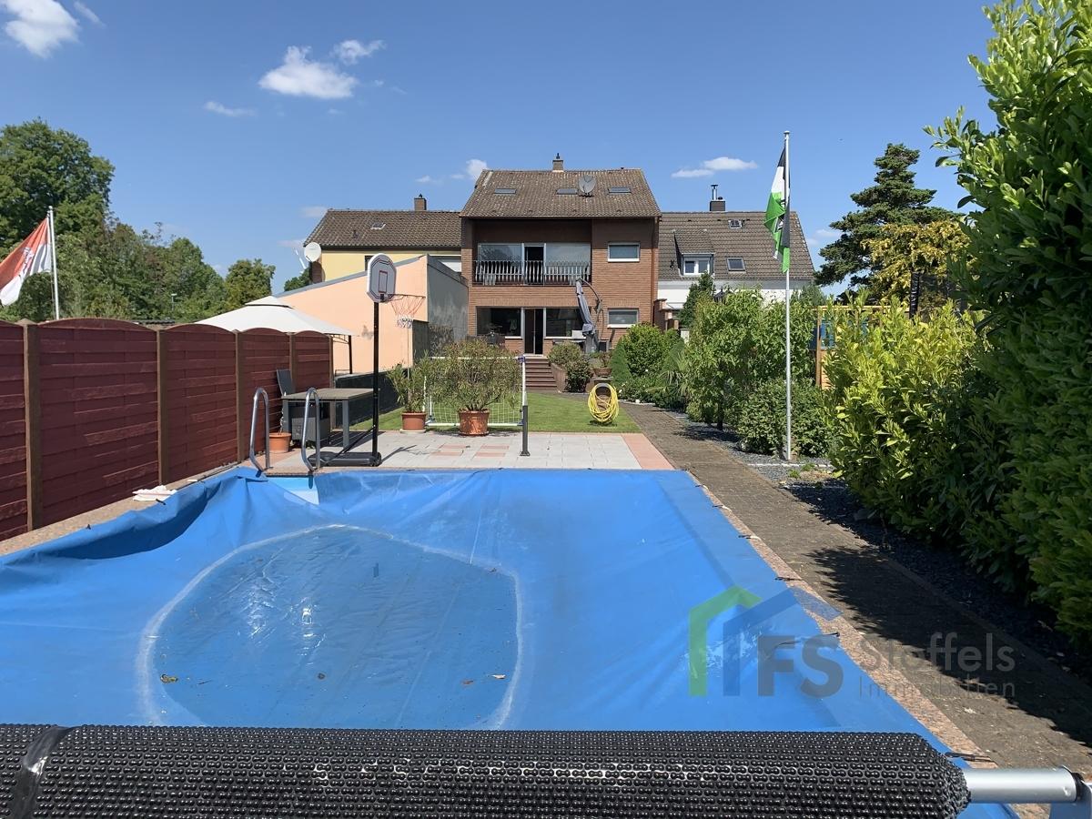 Rückseite und Pool