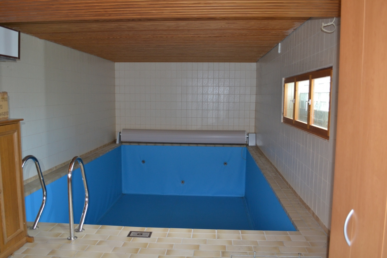 Schwimmbad q