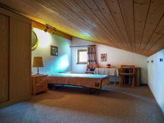 Doppelbett im Maisonette-Bereich