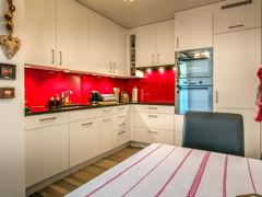 Küche:  Anstelle von Tablaren Schubladenauszüge!