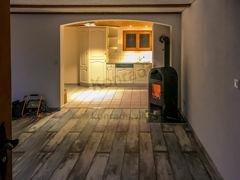 Wohnbereich gegen Küche