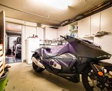 Keller mit Durchgang zur Garage
