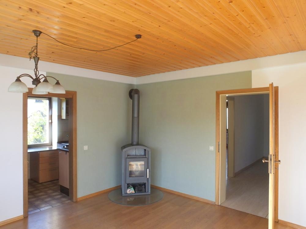 Wohnzimmer mit Blick in Küche