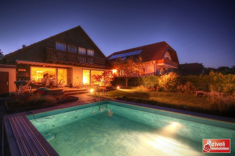 Abendstimmung mit Pool