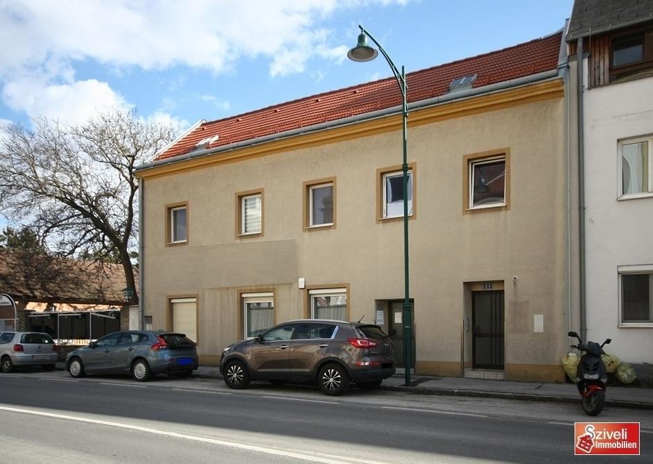 Gebäude Straßenseite