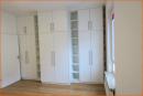 Zimmer mit großem Einbauschrank