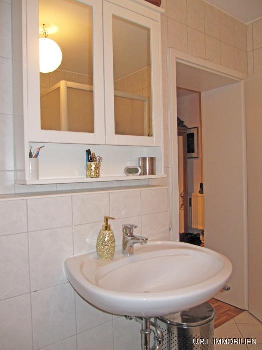 Helles Bad mit Fenster, DU, Wanne