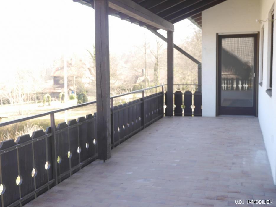 Großzuegiger Terrassenbalkon