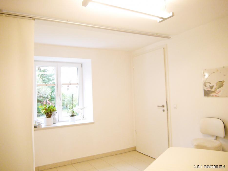 Raum 2 mit Gartenblick