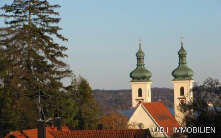 Blick zur Kirche u. See aus DG