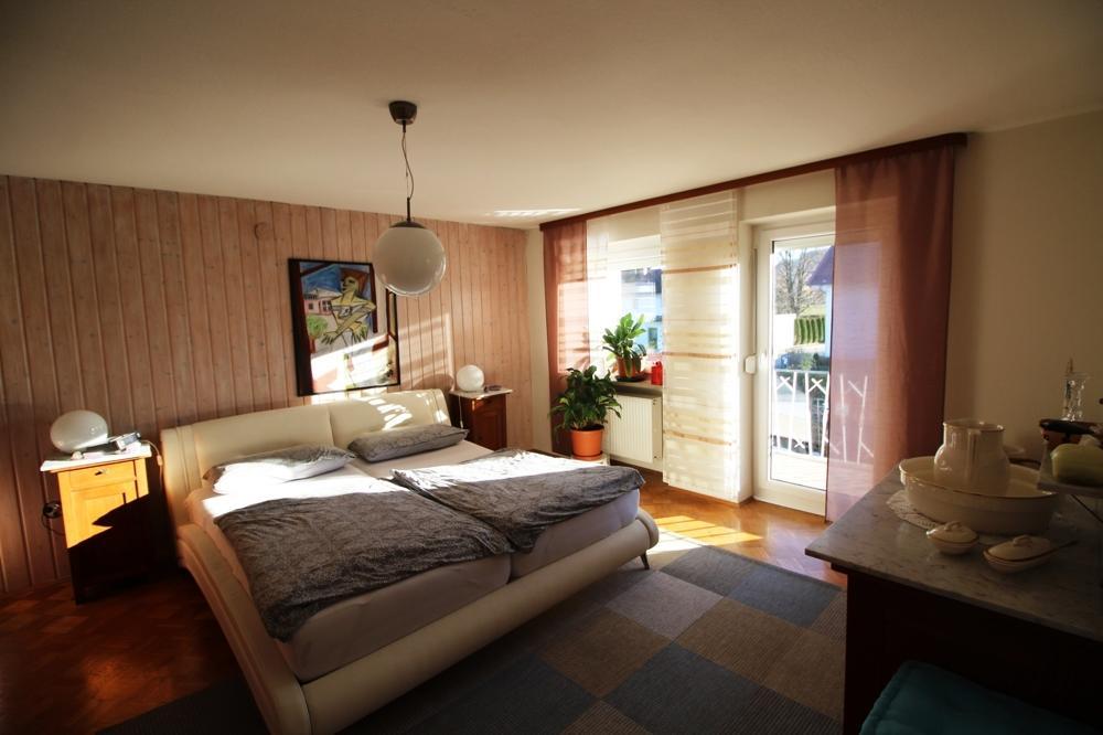 OG Schlafzimmer mit Zugang zum Balkon