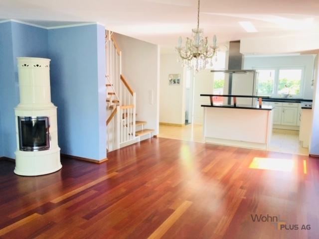 Wohn -Essbereich mit Einbauküche