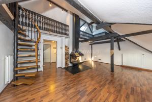 2942 Wohnzimmer mit Galerieblick
