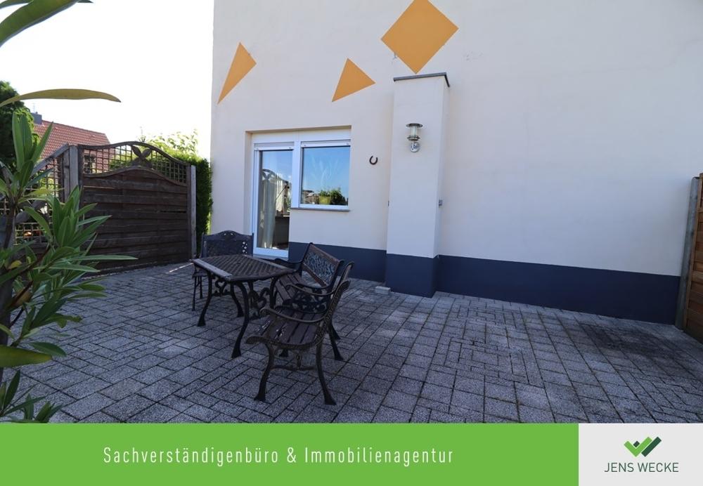 2028 Terrasse mit Zugang zum Wohnzimmer