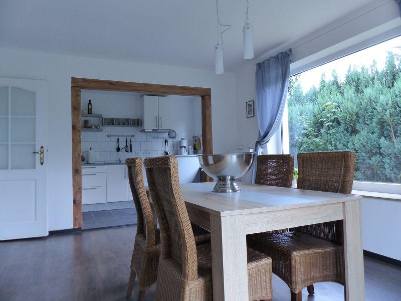 Esszimmer mit Blick zur Küche ELW