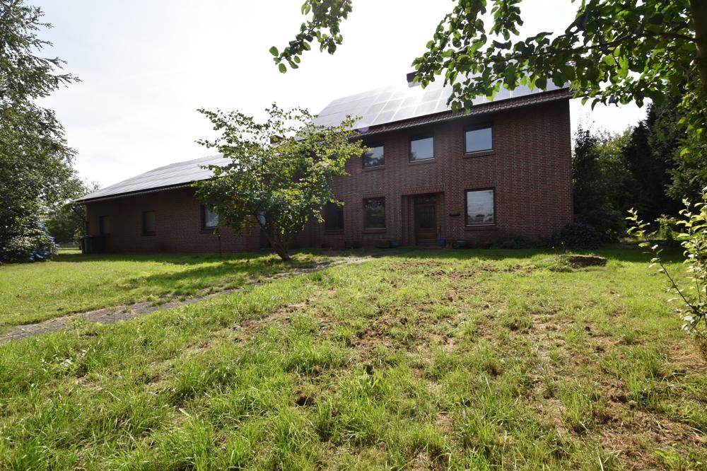 Wohnhaus mit Nebengebäude - Rückansicht