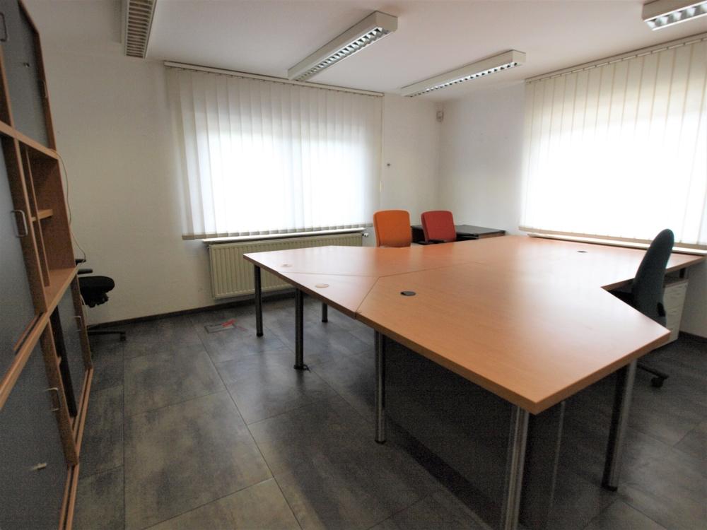 Möbliertes Büro EG