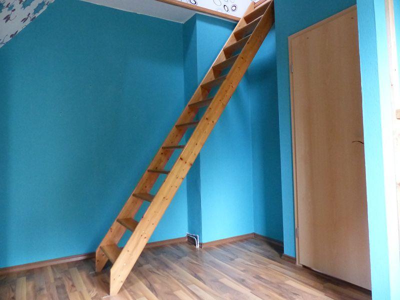 Zimmer 1 OG mit Zugang Schlafplatz im DG