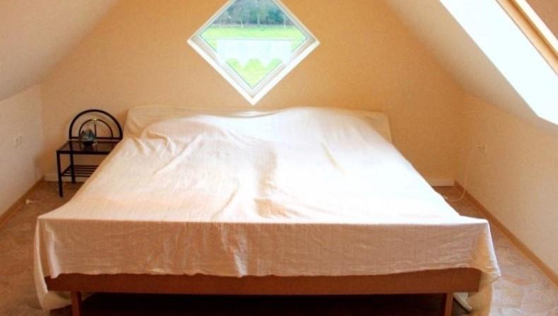 ausgebautes Zimmer im Spitzboden