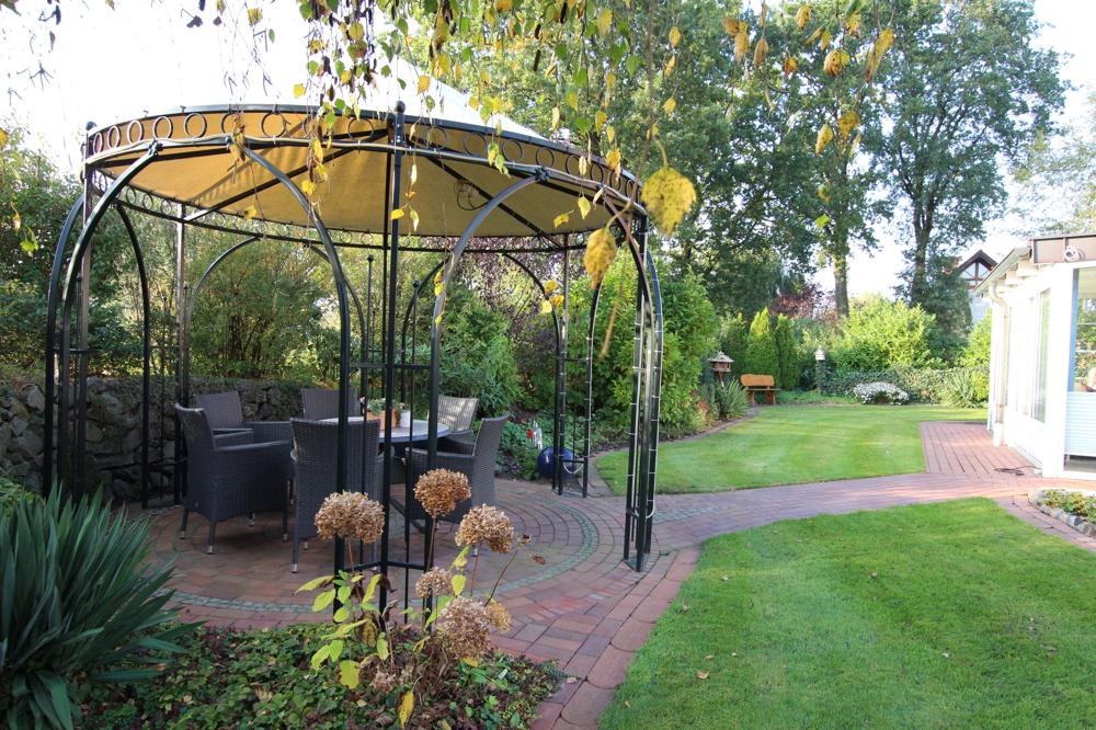 stillvoller Gartenpavillion