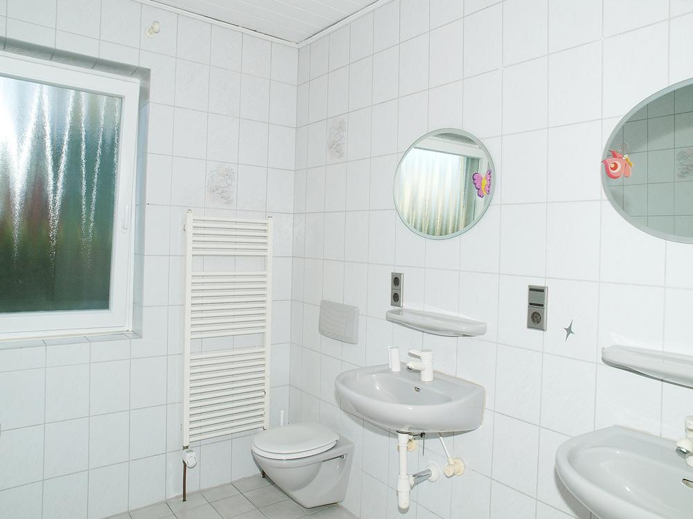 rechter Eingang-Badezimmer