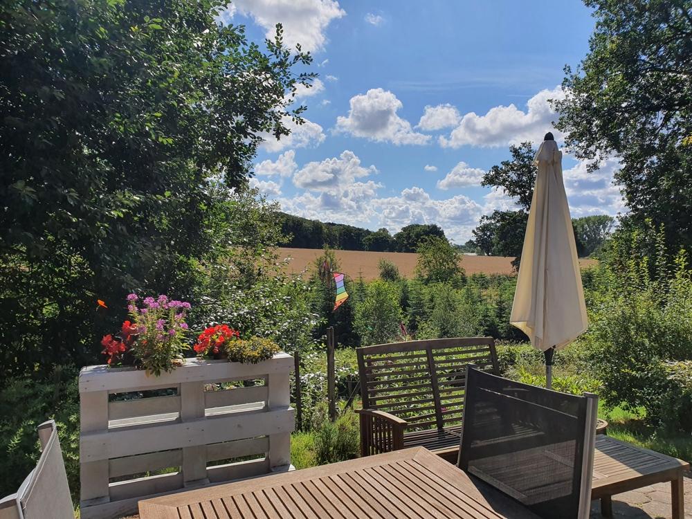Terrasse mit Garten und Weitblick