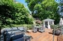 Terrasse mit Teehaus