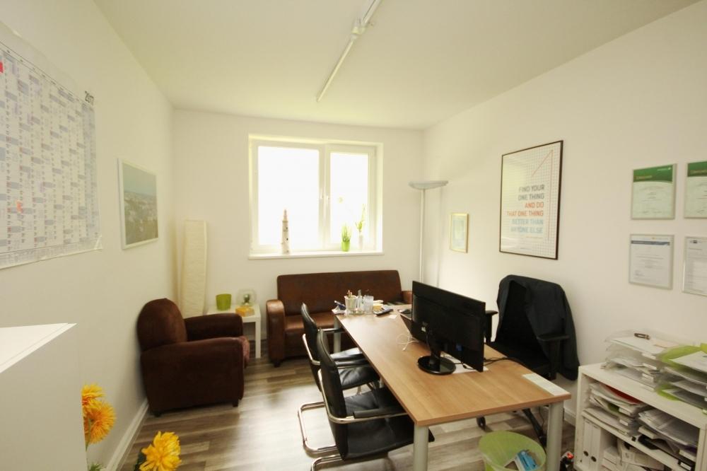 rückwärtiger Büroraum