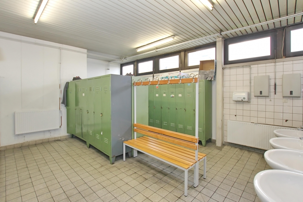 Umkleide- u. Duschbereich