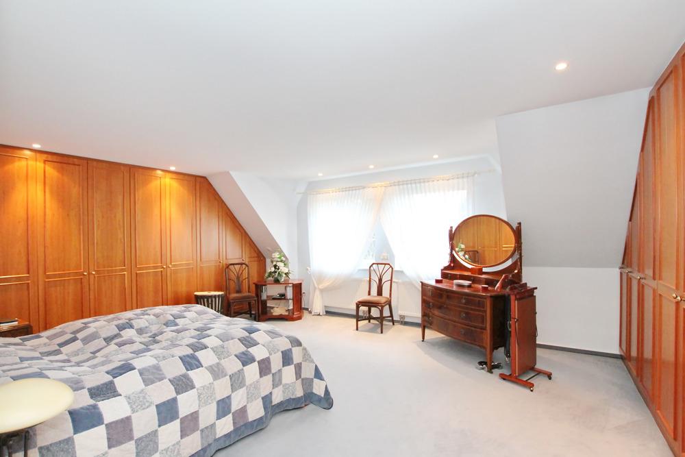 Schlafzimmer (Grd. links)