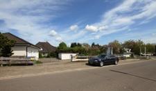 Straßenansicht der benachbarten Grundstücke