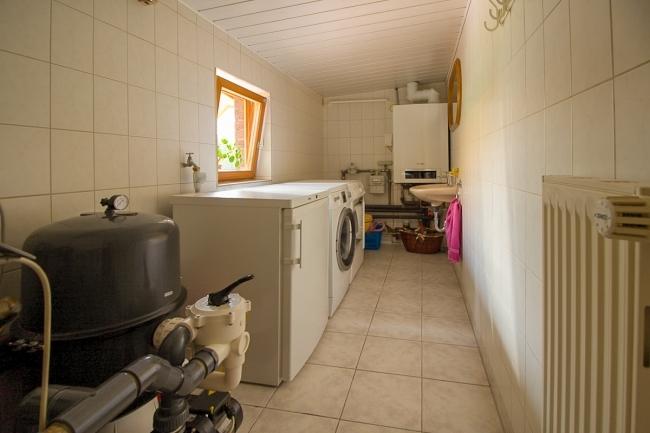 Hauswirtschaftsraum mit extra WC