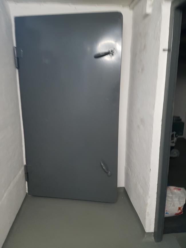 Tür zum Luftschutzraum