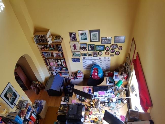 Blick von oben ins Arbeitszimmer