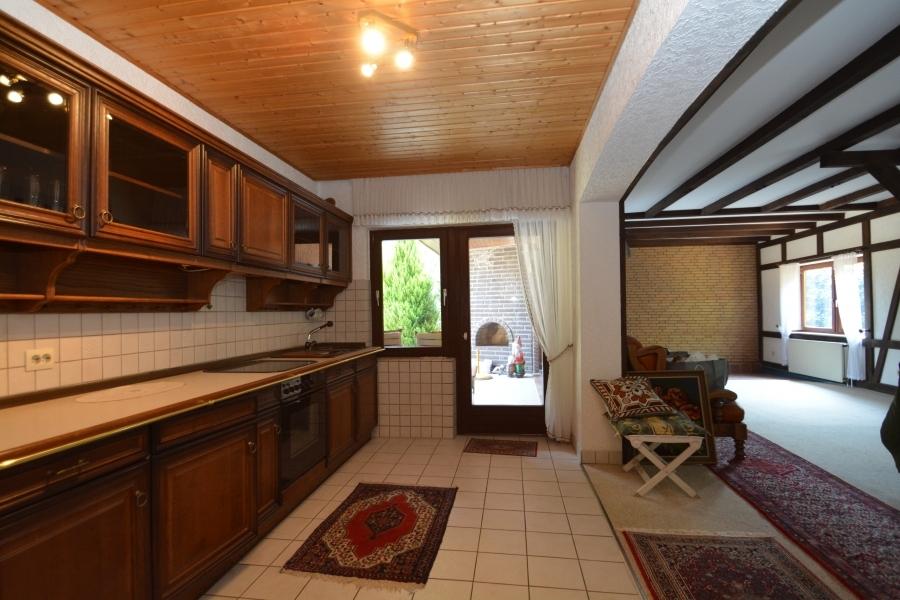 Küche und ehemaliger Poolraum