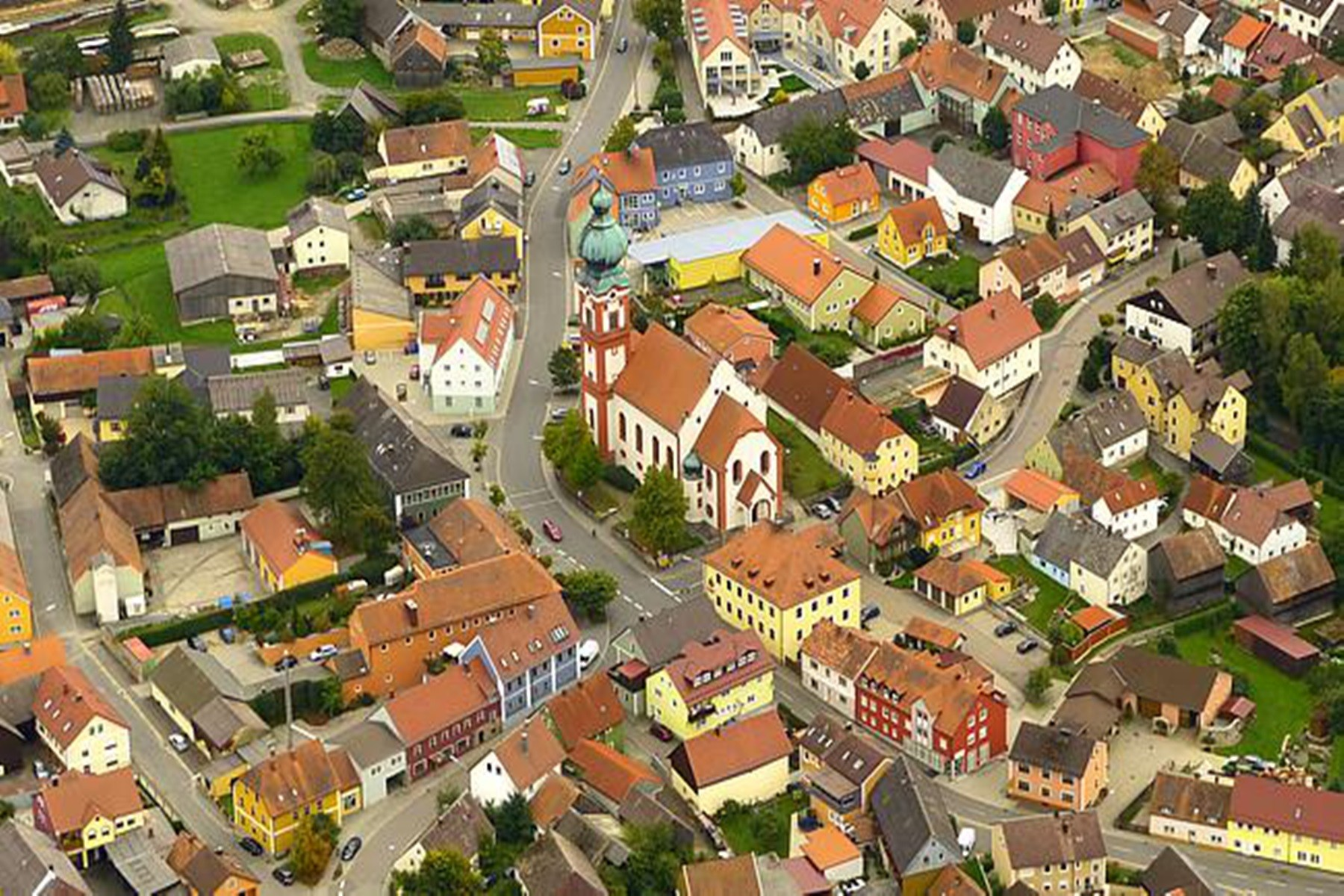 Umgebung-Luftbild Kirche entstand 1685 - 1687 im frühen Barockstil.
