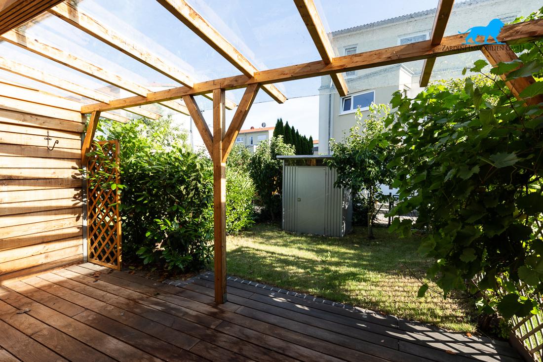 Terrasse mit Garten 2