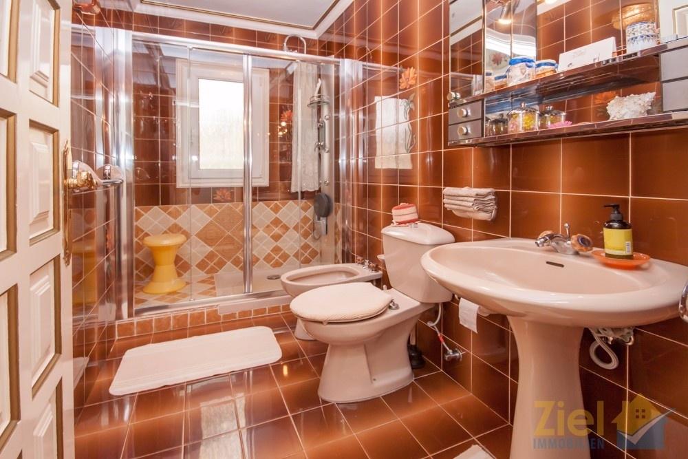 Duschbad beim Hauptschlafzimmer