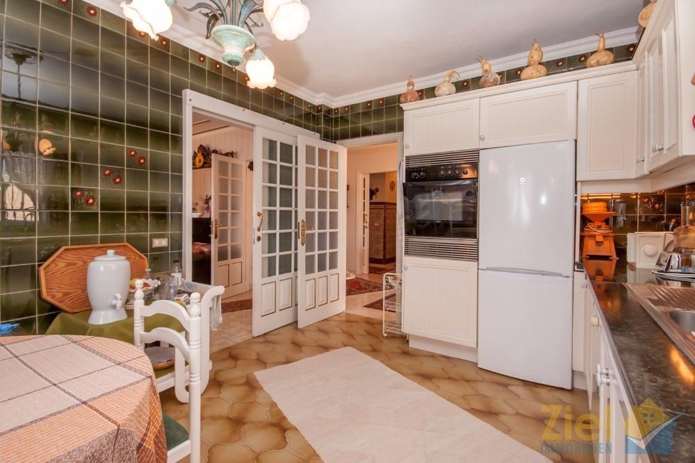 Wohnküche bietet Platz für Esstisch