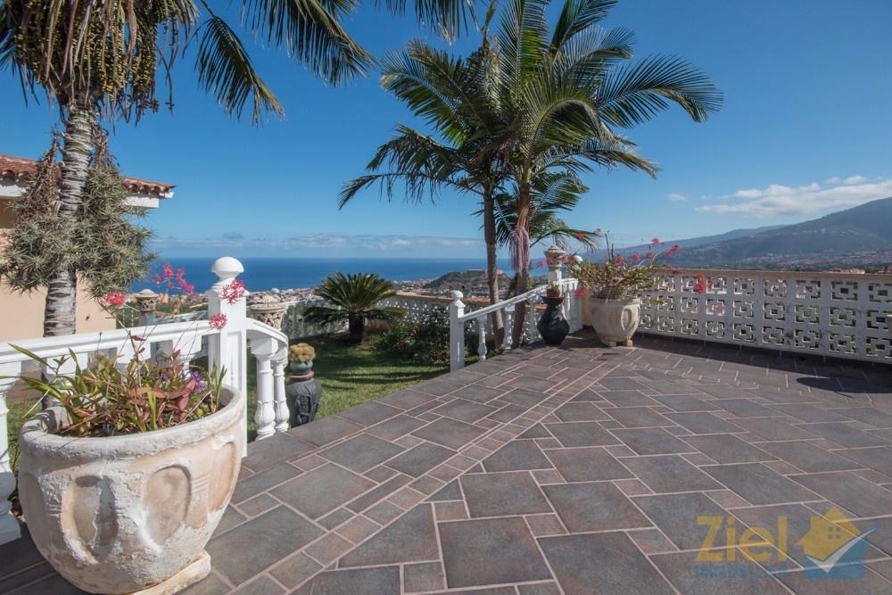 Weitläufige Terrasse bietet Blick über das Orotavatal