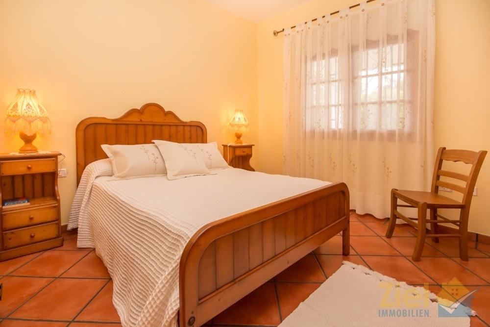 Hauptschlafzimmer verfügt auch über einen Schrank