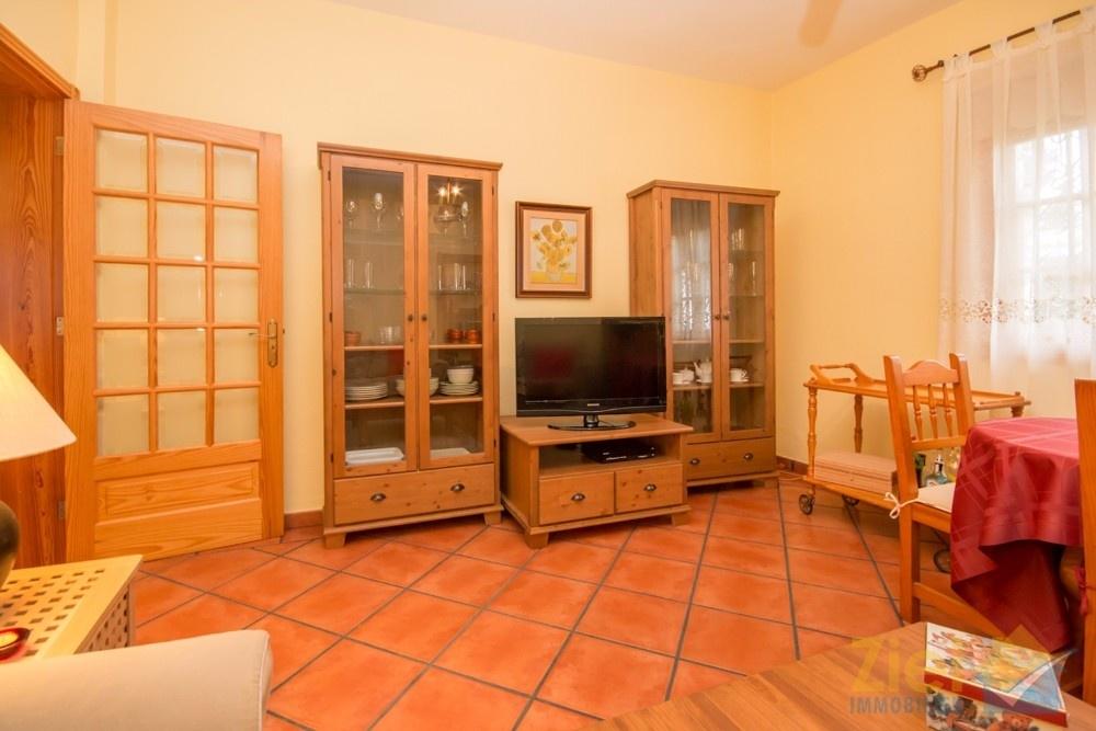 Alle Zimmer sind mit terracotta-farbenen Fliesen ausgelegt