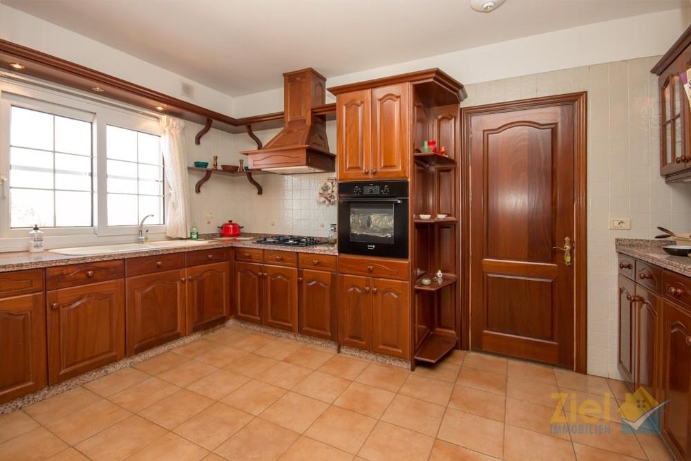Küche mit Nebenraum