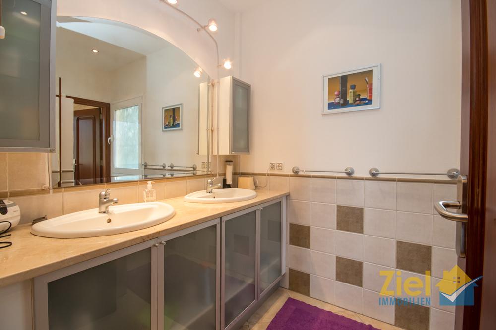 Doppelwaschtisch im Hauptbadezimmer