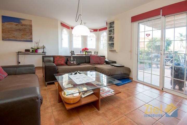 Wohnzimmer mit Terrassen-Ausgang