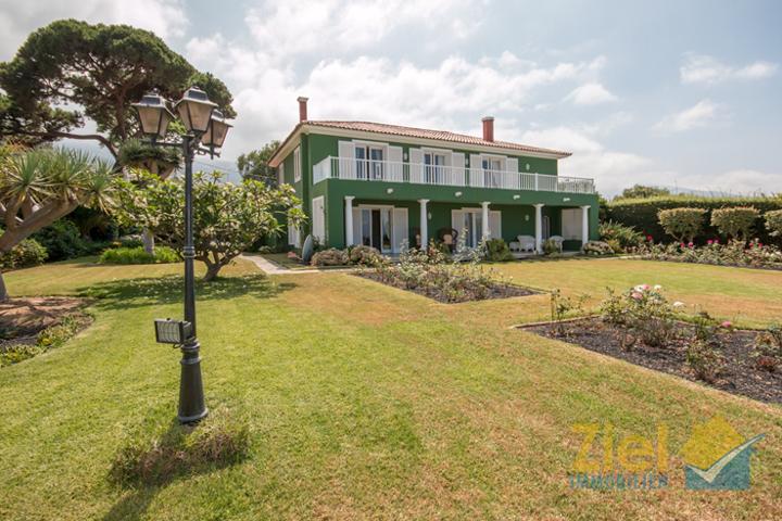 Stilvolles Haus mit viel Grünfläche
