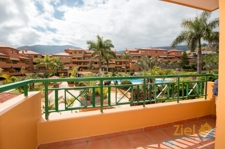 Balkon mit Blick zum Pool