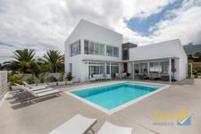 Luftige weiss-moderne Villa